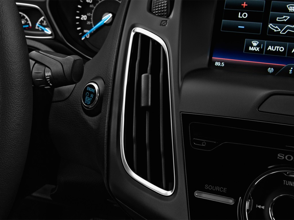 Image: 2017 Ford Focus Titanium Sedan Air Vents, size ...