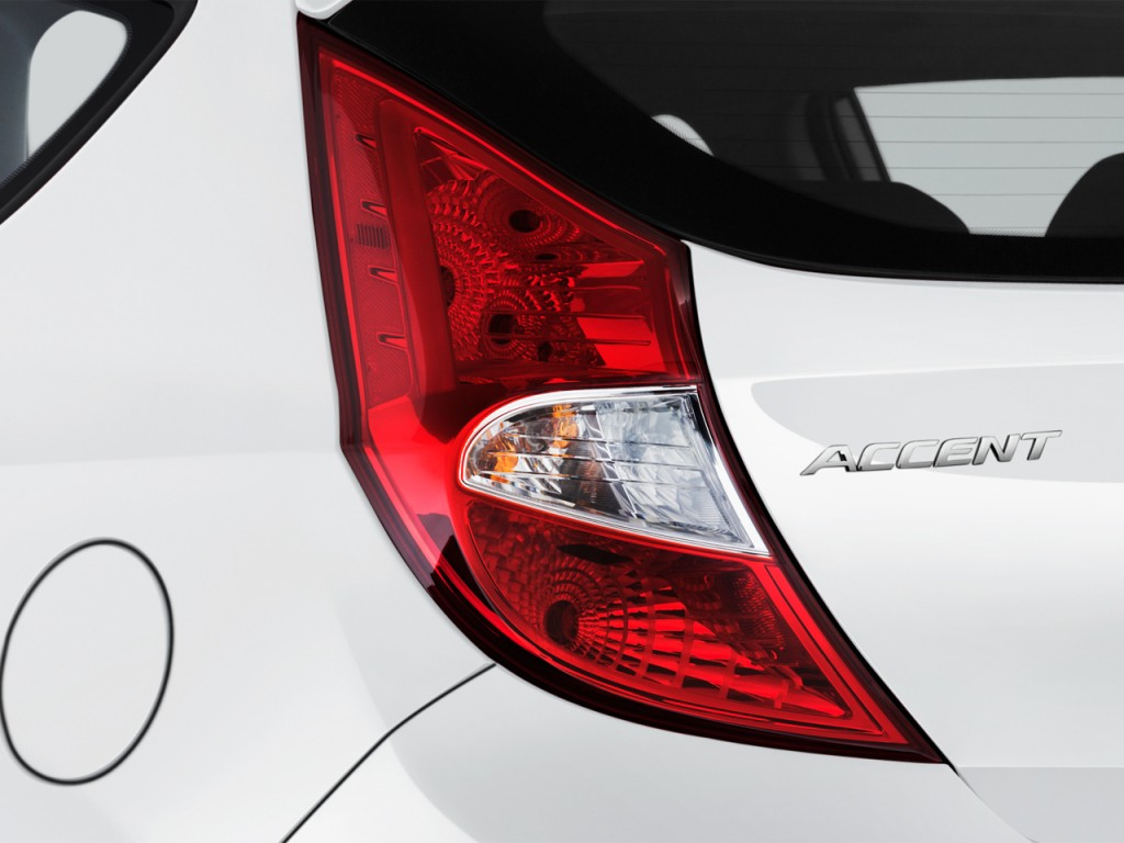 Image: 2017 Hyundai Accent SE Hatchback Automatic Tail ...
