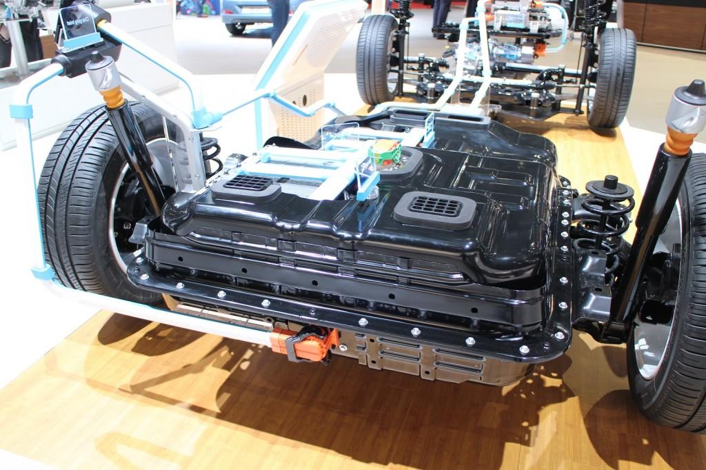 Image: 2017 Hyundai Ioniq Electric (European spec), 2016 ...