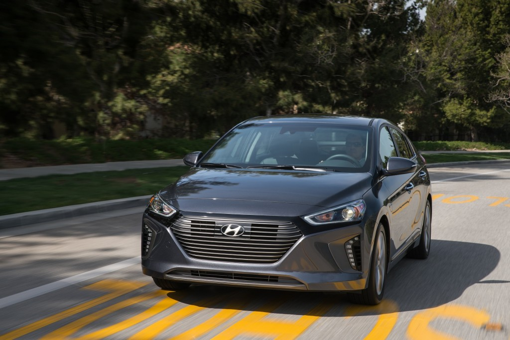 2017 Hyundai Ioniq Hybrid Earns Iihs Top Safety Pick
