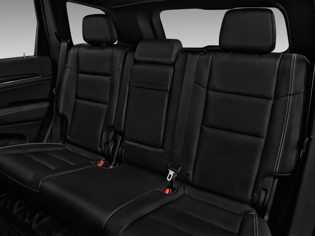Image: 2017 Jeep Grand Cherokee Limited 4x2 Rear Seats ...
