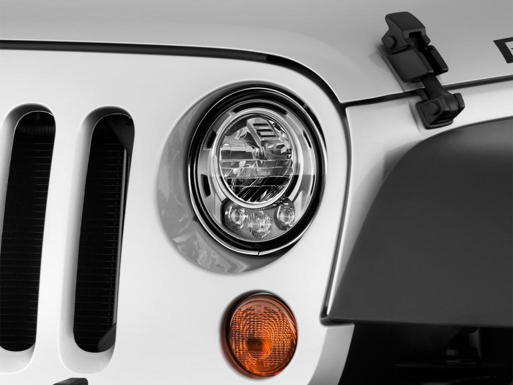 Image: 2017 Jeep Wrangler Unlimited Rubicon 4x4 Headlight ...