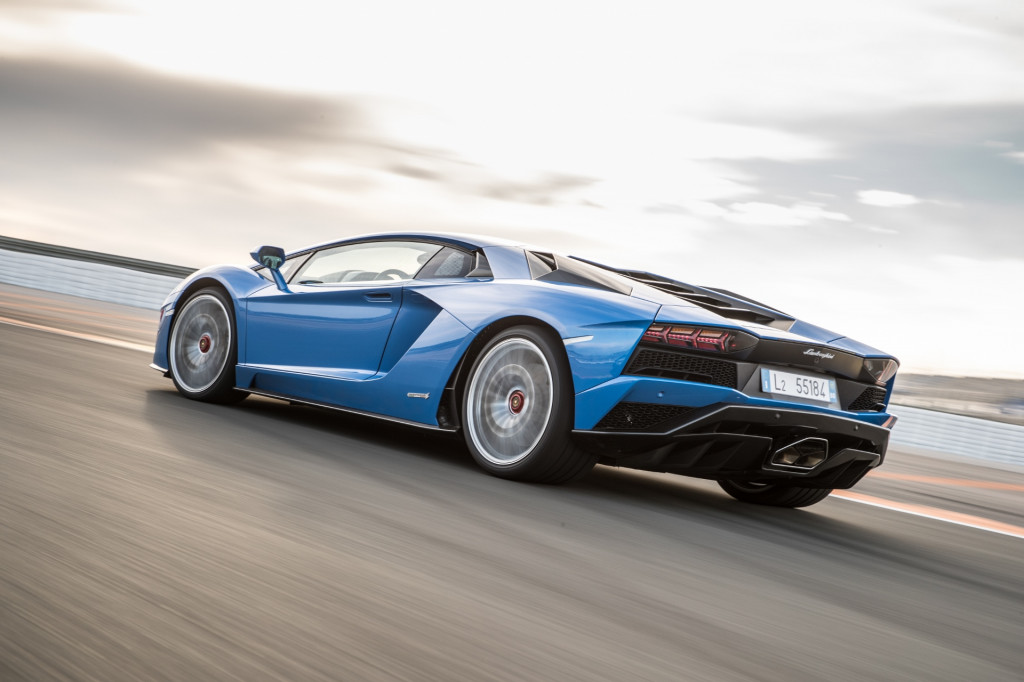 Lamborghini Isnt Interested In Selfdriving Tech Or Going Full - Cool cars driving