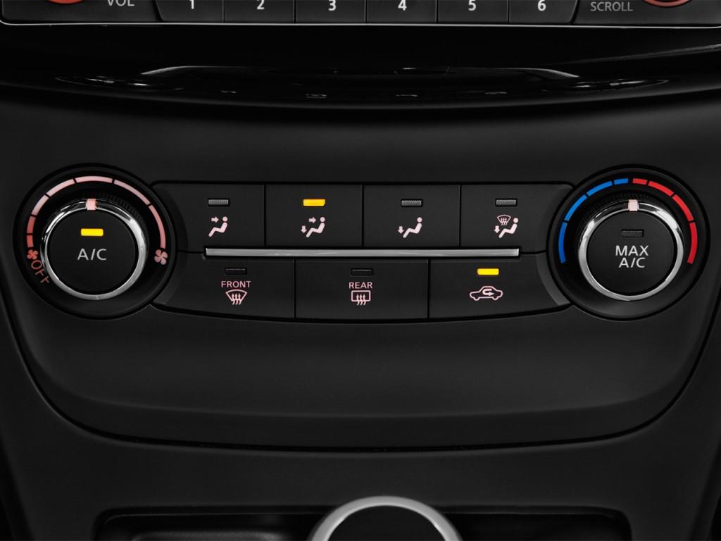 Image: 2017 Nissan Sentra SV CVT Temperature Controls ...