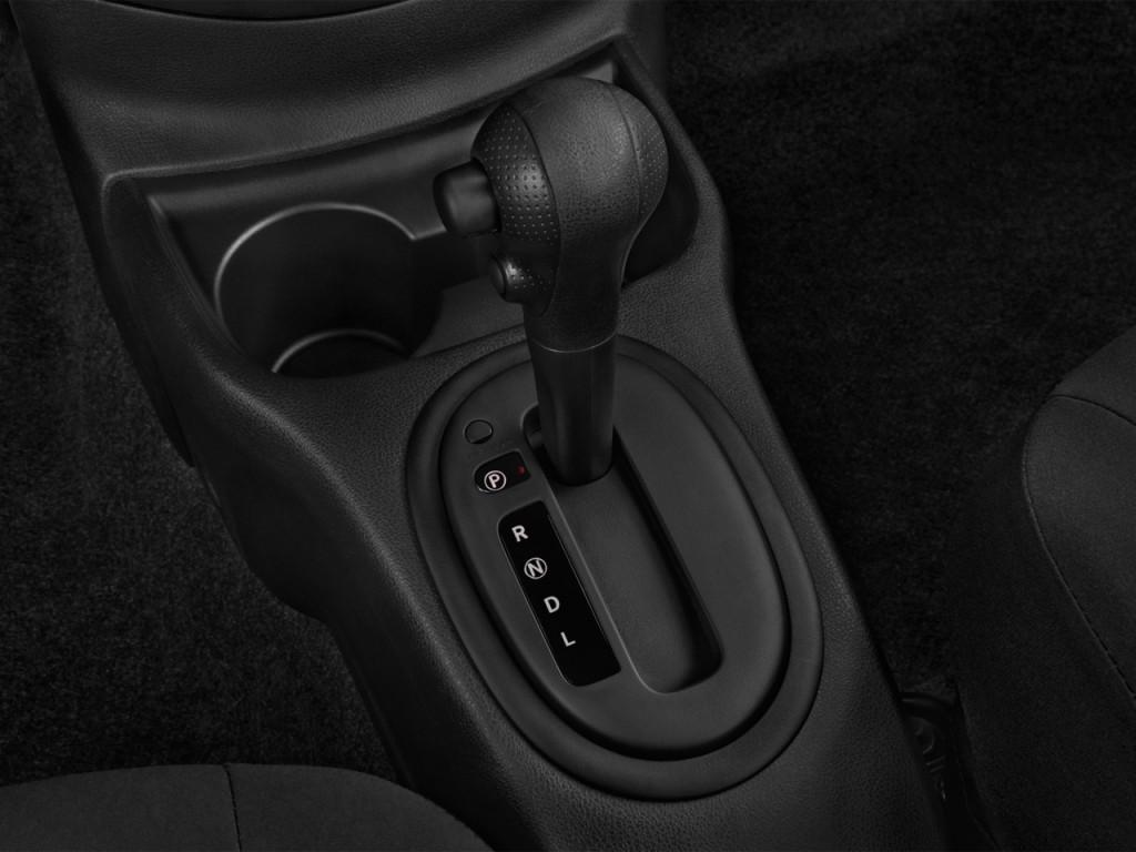 Image: 2017 Nissan Versa Sedan SV CVT Gear Shift, size ...