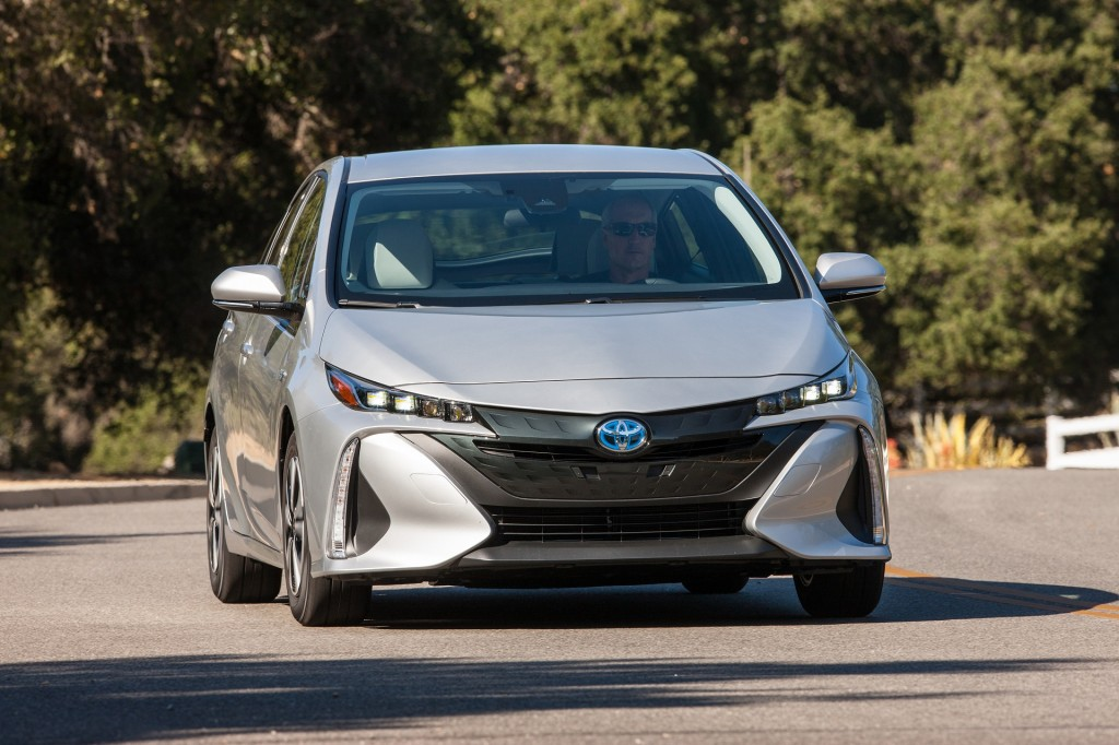 2020 Toyota Prius Prime gains seating for 5, Apple CarPlay, revamped lineup