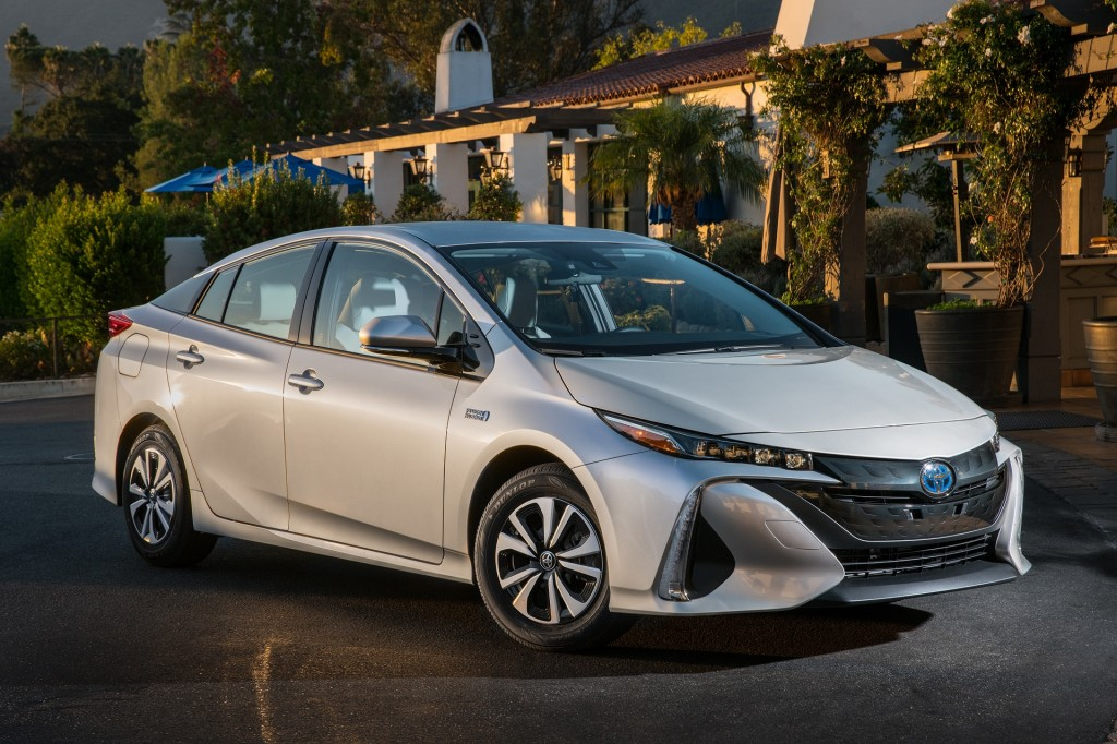 2020 Toyota Prius Prime Lineup Expands Adds Le Carplay Alexa Compatibility