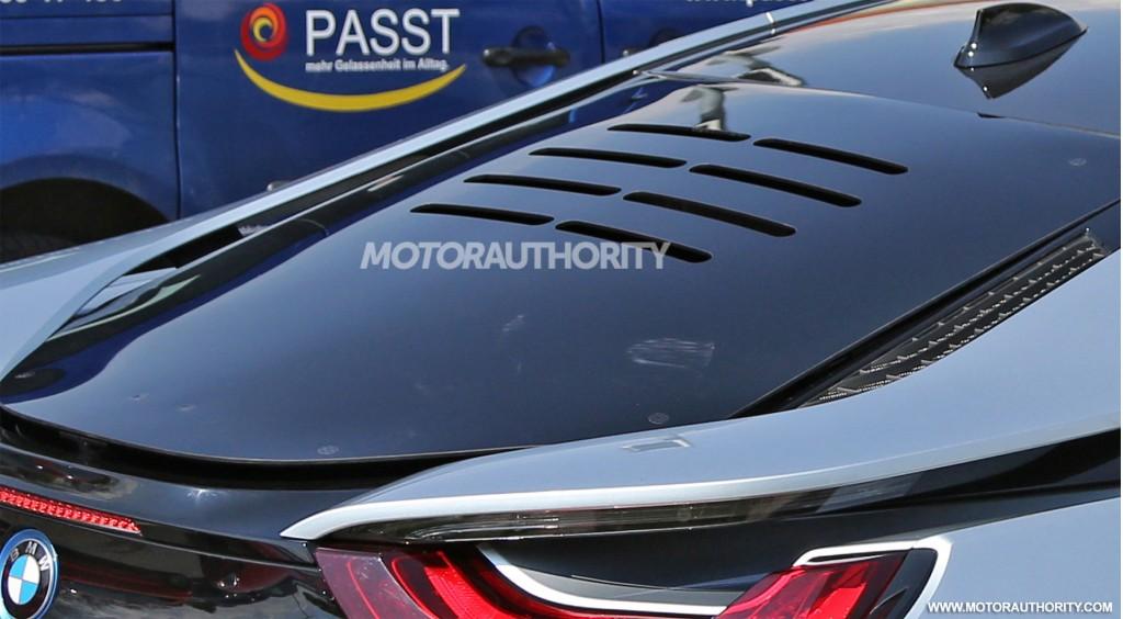 2019 BMW i8 facelift spy shots - Image via S. Baldauf/SB-Medien