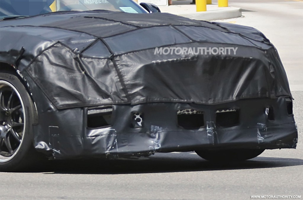 2020 Ford Mustang Shelby GT500 spy shots and video