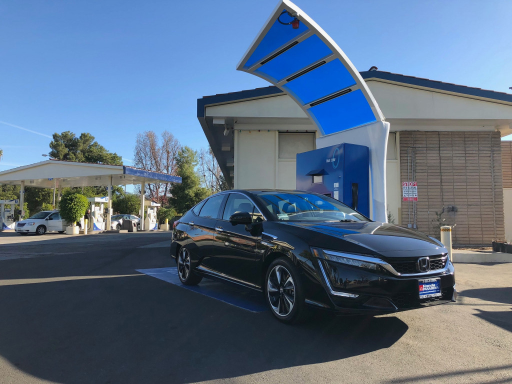 2018 Honda Clarity Fuel Cell at hydrogen fueling station [photo: Chris Baccus]