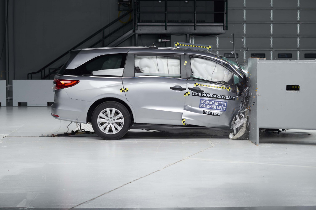 Minivan Crash Tests Bmw Gets Sporty Again Eco Car Deals What S New The Connection