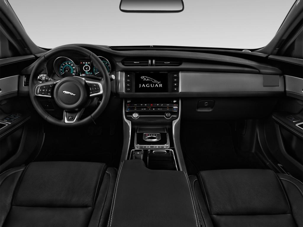 2018 Jaguar XF S AWD Dashboard