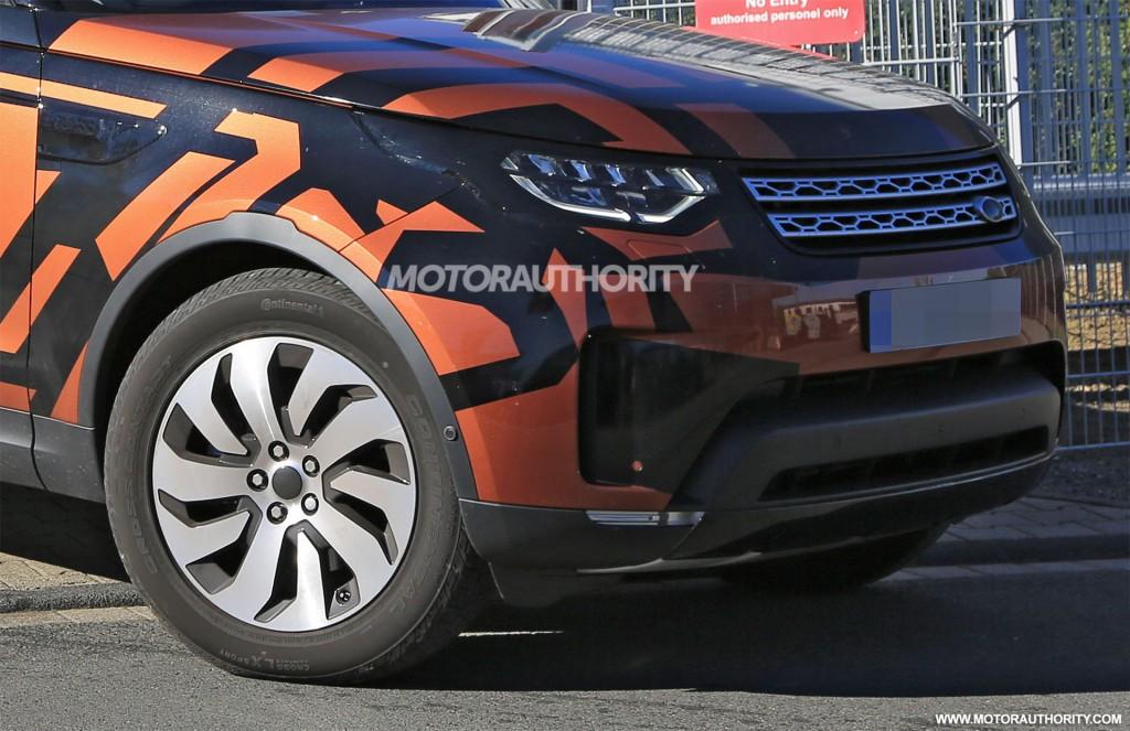 2018 Land Rover Discovery spy shots - Image via S. Baldauf/SB-Medien