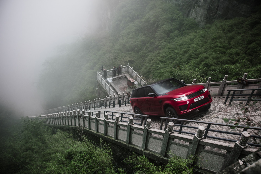 Watch the 2018 Land Rover Range Rover Sport climb 999 steps to China's Heaven's Gate