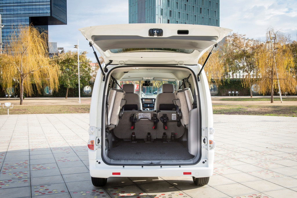 2018 Nissan e-NV200 electric delivery van (European version)