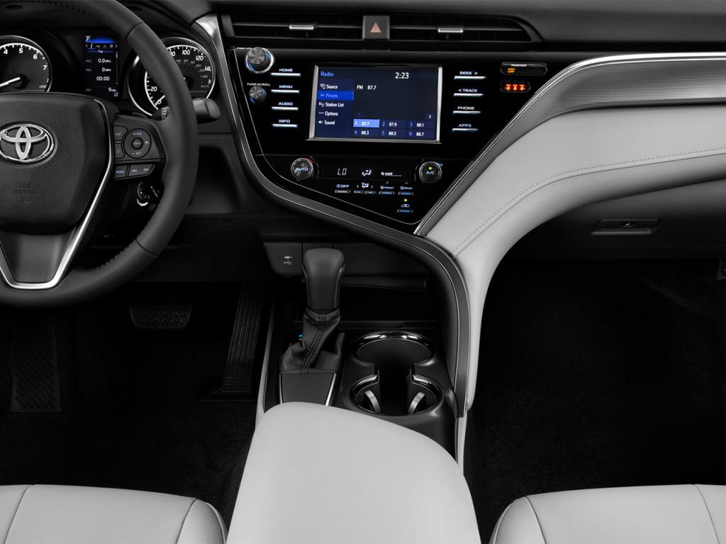 Image: 2018 Toyota Camry SE Auto (Natl) Instrument Panel ...