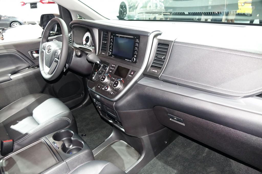 Image: 2018 Toyota Sienna, 2017 New York auto show, size ...
