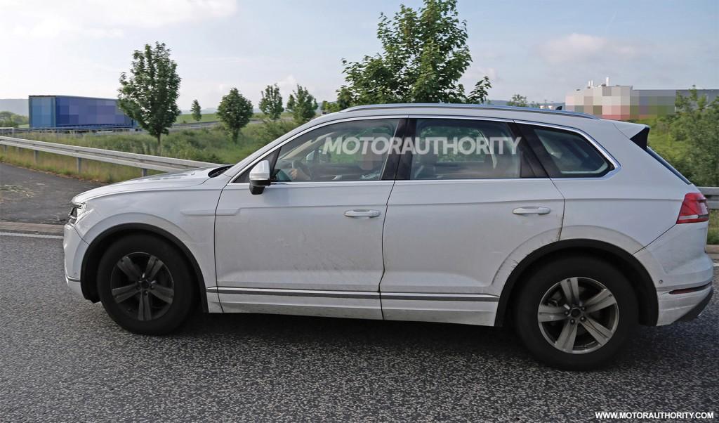 2018 Volkswagen Touareg spy shots