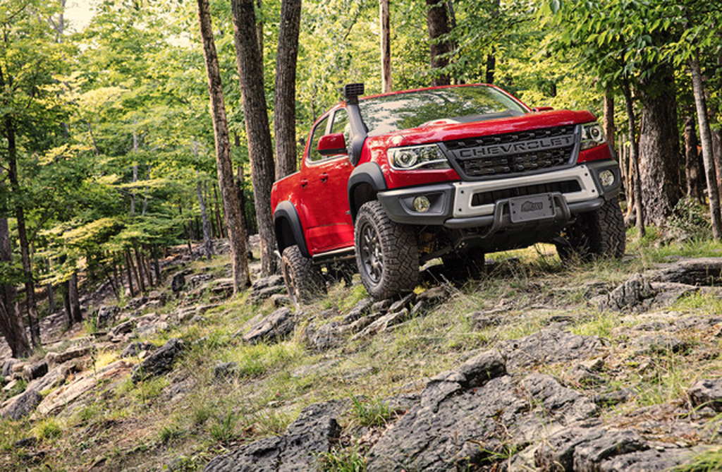 Used Cars Buffalo >> 2019 Chevrolet Colorado ZR2 Bison goes through the river and into the woods