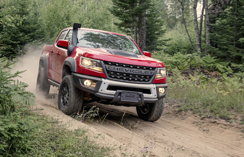 2019 Chevrolet Colorado ZR2 Bison goes through the river and into