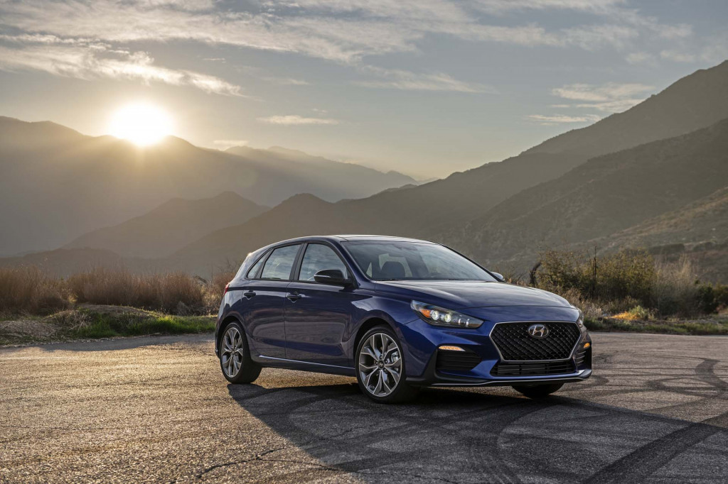 Hyundai Elantra 2020 Review.2020 Hyundai Elantra Review Ratings Specs Prices And