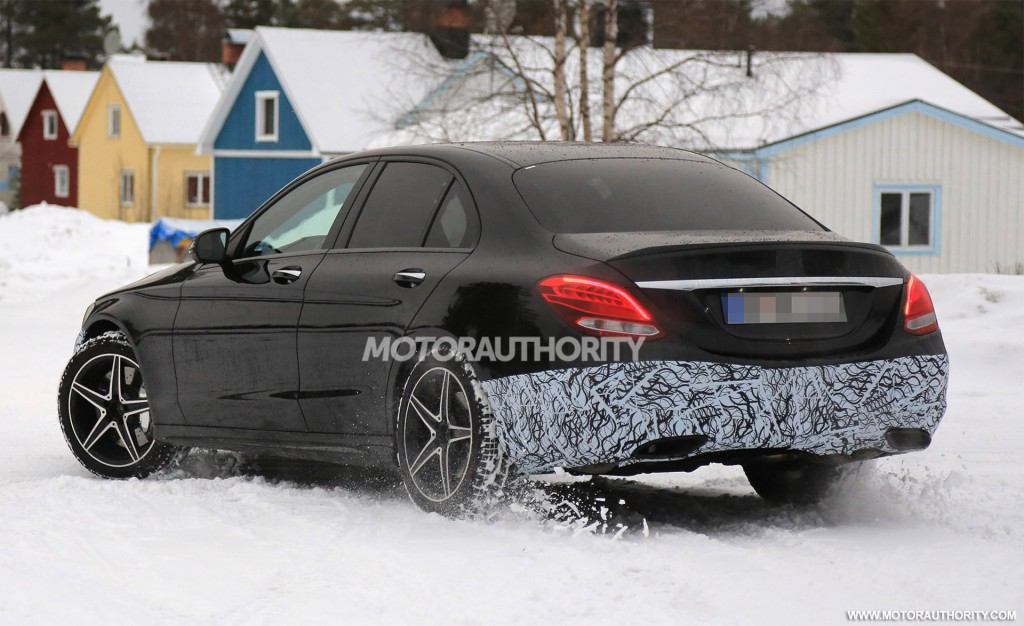 2019 Mercedes-AMG C43 spy shots and video