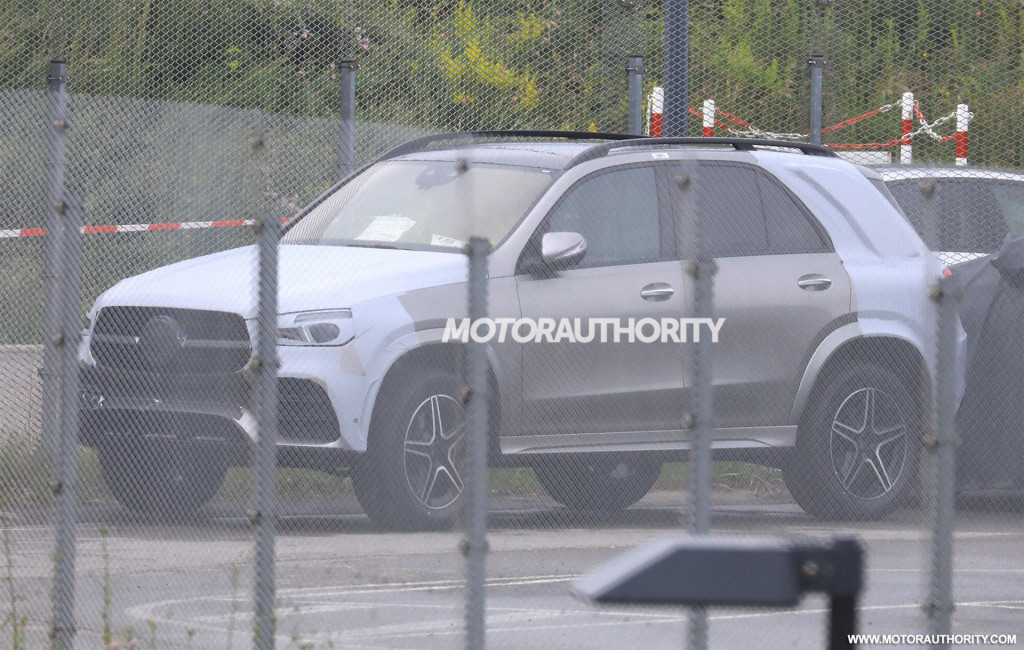 2020 Mercedes-Benz GLE spy shots - Image via S. Baldauf/SB-Medien