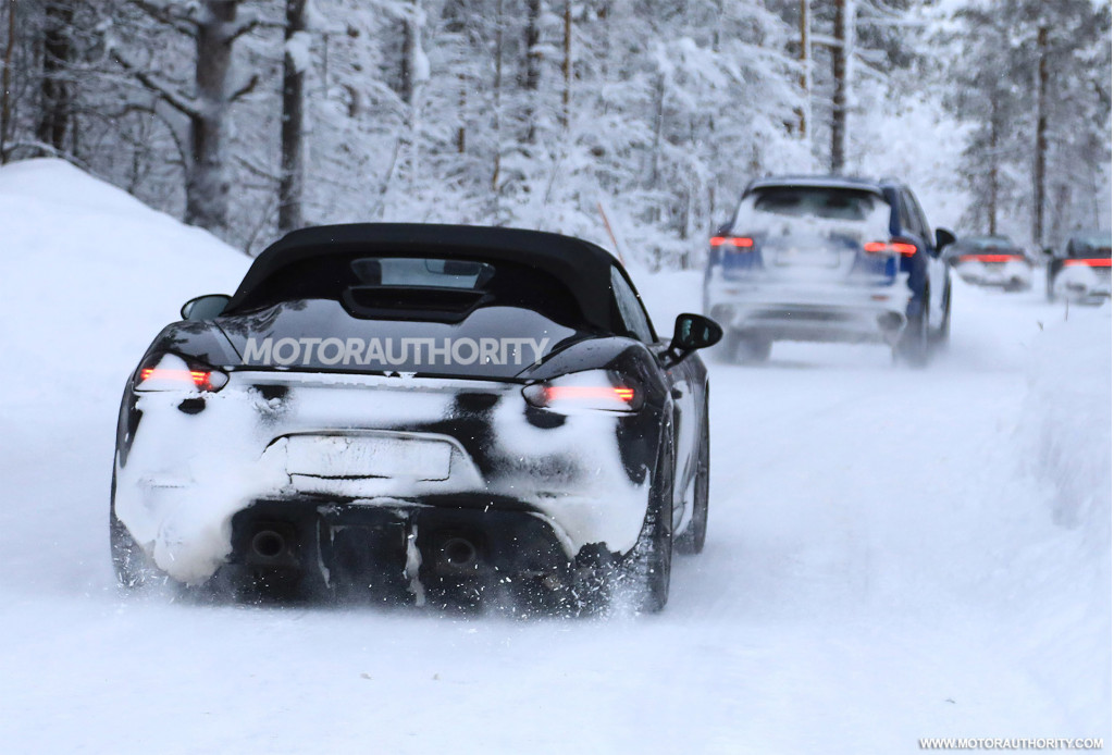 2019 Porsche 718 Boxster Spyder spy shots and video