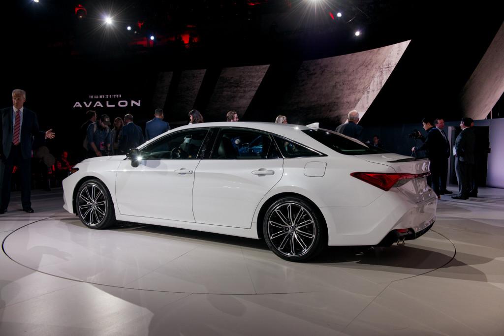 2019 Toyota Avalon debuts in Detroit | Autozaurus