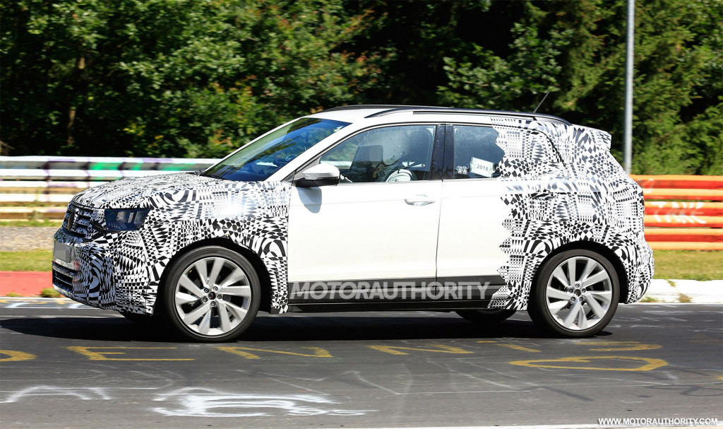 2019 Volkswagen T-Cross spy shots and video