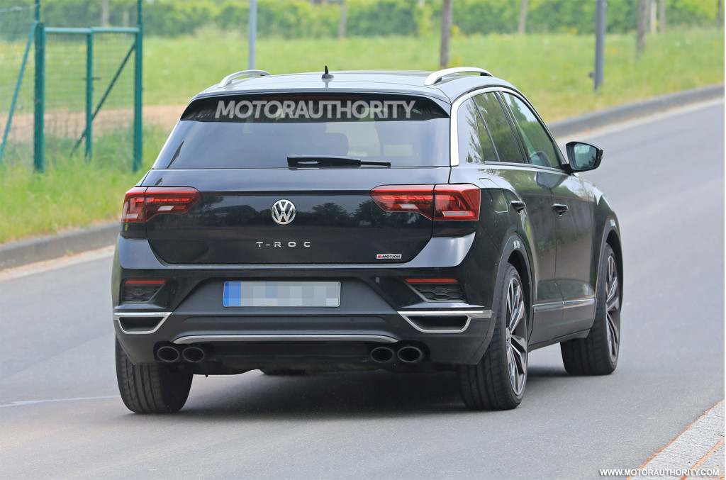 2019 Volkswagen T-Roc R spy shots