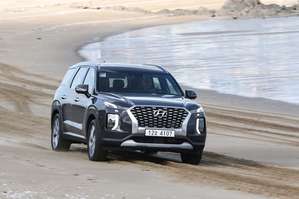 2020 Hyundai Palisade Crossover Suv Priced From 32 595 Undercuts