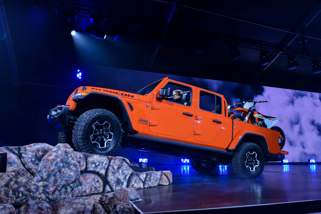 2020 Jeep Gladiator vs. 2020 Ford Ranger: Compare Trucks