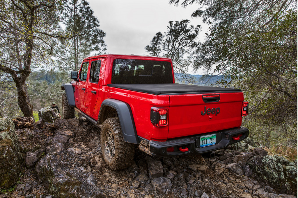 Jeep tells dealers to stop selling certain 2020 Gladiator models until driveshaft fixed