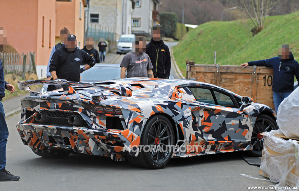 2020 Lamborghini Aventador SVJ spy shots and video