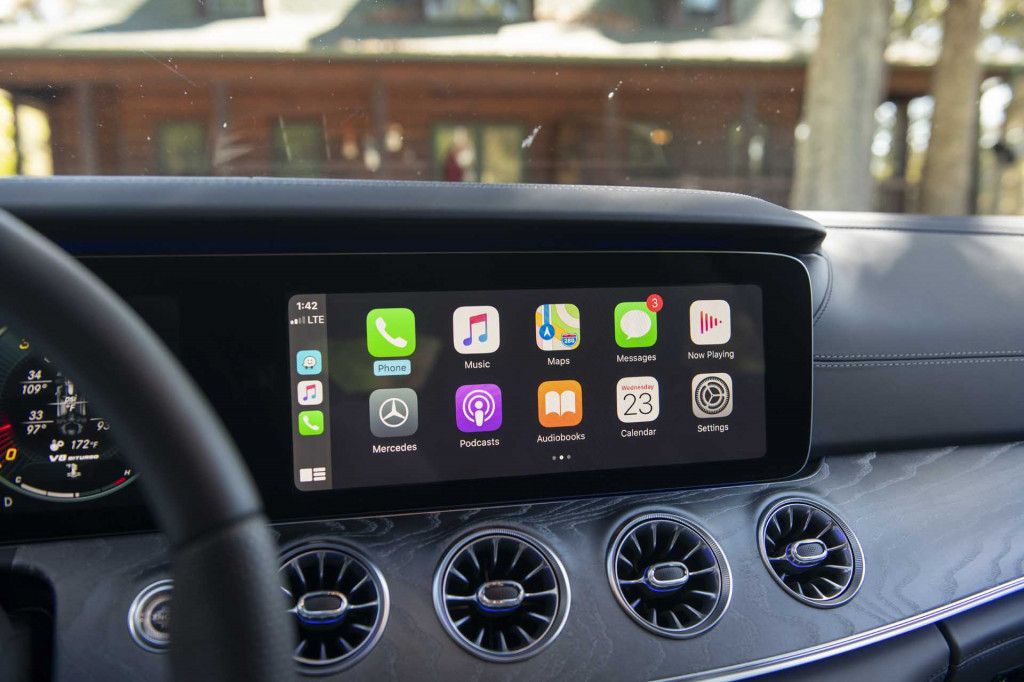 2020 Mercedes-AMG 4-Door Coupe Apple CarPlay