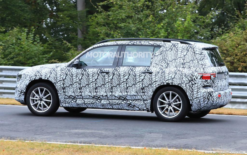 2020 Mercedes-Benz GLB spy shots and video