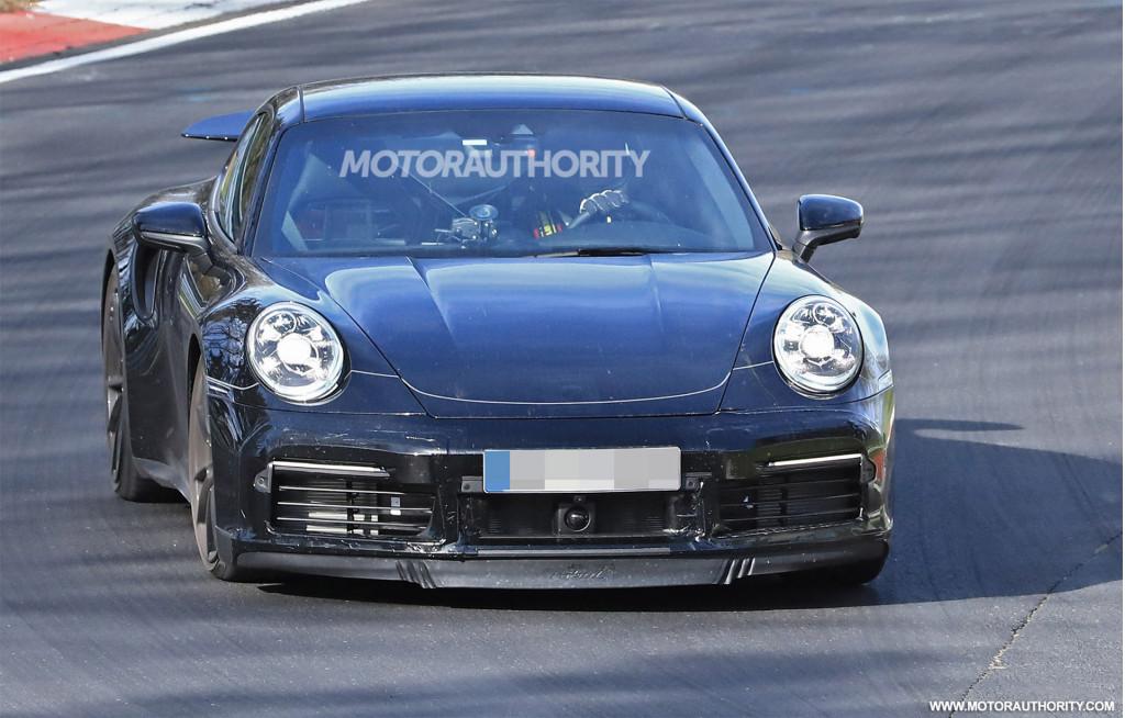 2020 Porsche 911 Turbo spy shots and video