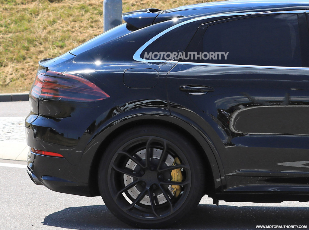 2020 Porsche Cayenne coupe spy shots