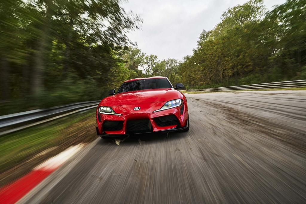 2020 Toyota Supra inline-6 fuel economy estimates nearly as thrifty as BMW Z4 turbo-4