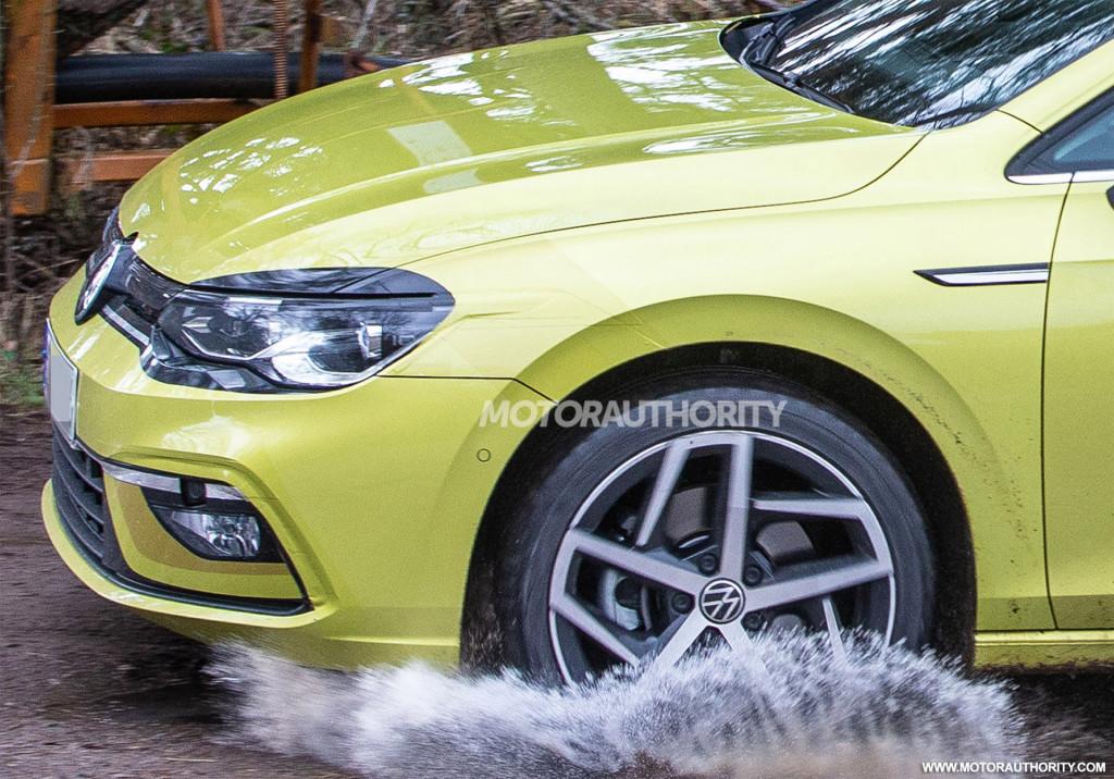 2020 Volkswagen Golf spy shots - Image via S. Baldauf/SB-Medien