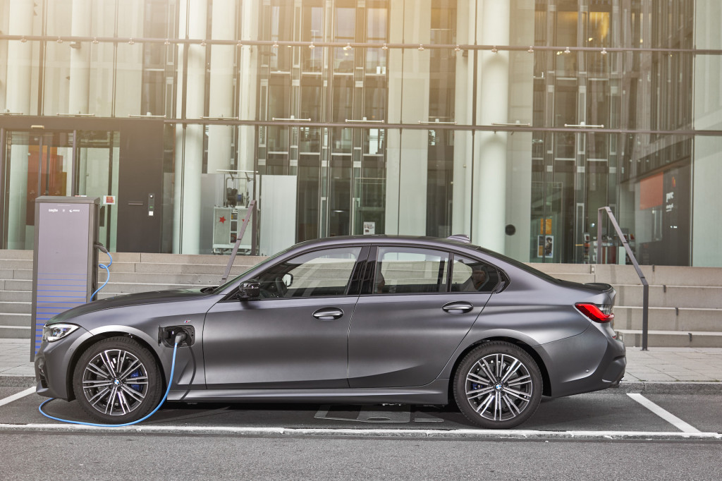 2021 BMW 3-Series (330e)