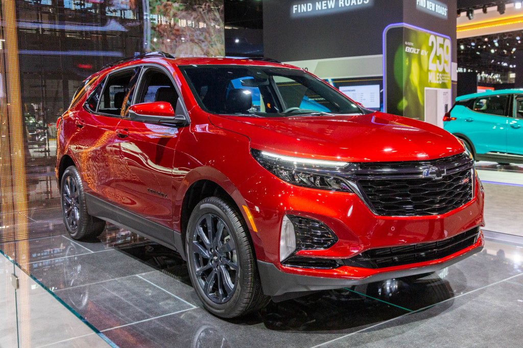 Updated 2022 Chevrolet Traverse, Equinox crossovers delayed until 2021