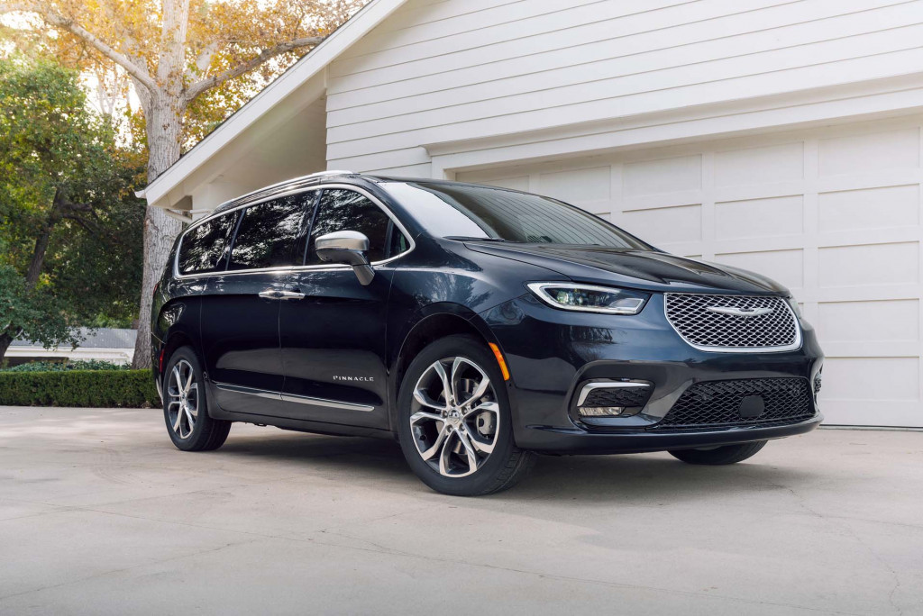 2021 Chrysler Pacifica becomes a $54,885 minivan