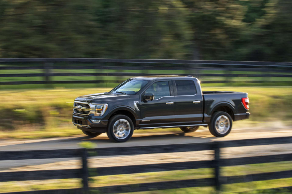 2021 ford f150 hybrid just 23 mpg but can power a worksite