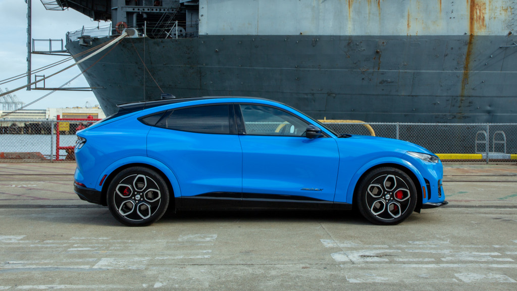 Ford Mustang Mach-E GT 2021 года