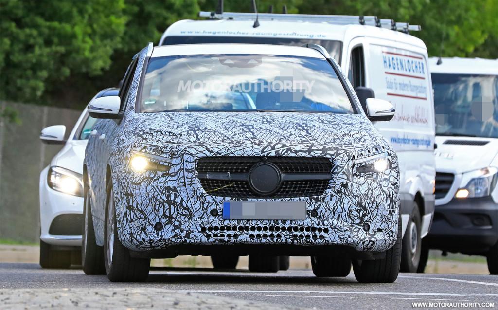2021 Mercedes-Benz GLA spy shots and video