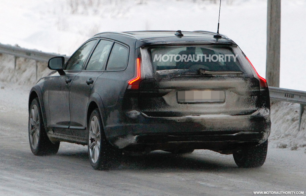 2021 Volvo V90 Cross Country facelift spy shots - Photo credit: S. Baldauf/SB-Medien