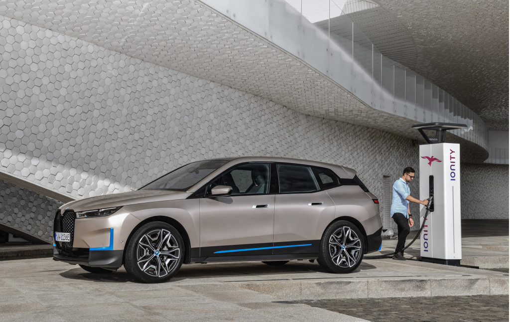 BMW iNext revealed as iX electric SUV with 500 horsepower ...