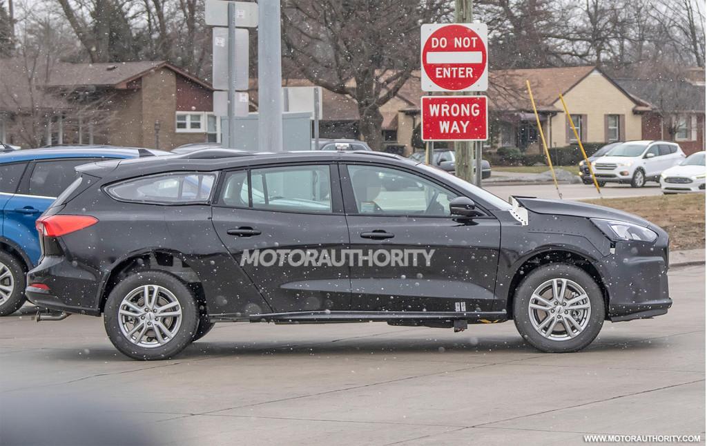 2022 Ford Transit Connect test mule spy shots - Photo credit:S. Baldauf/SB-Medien